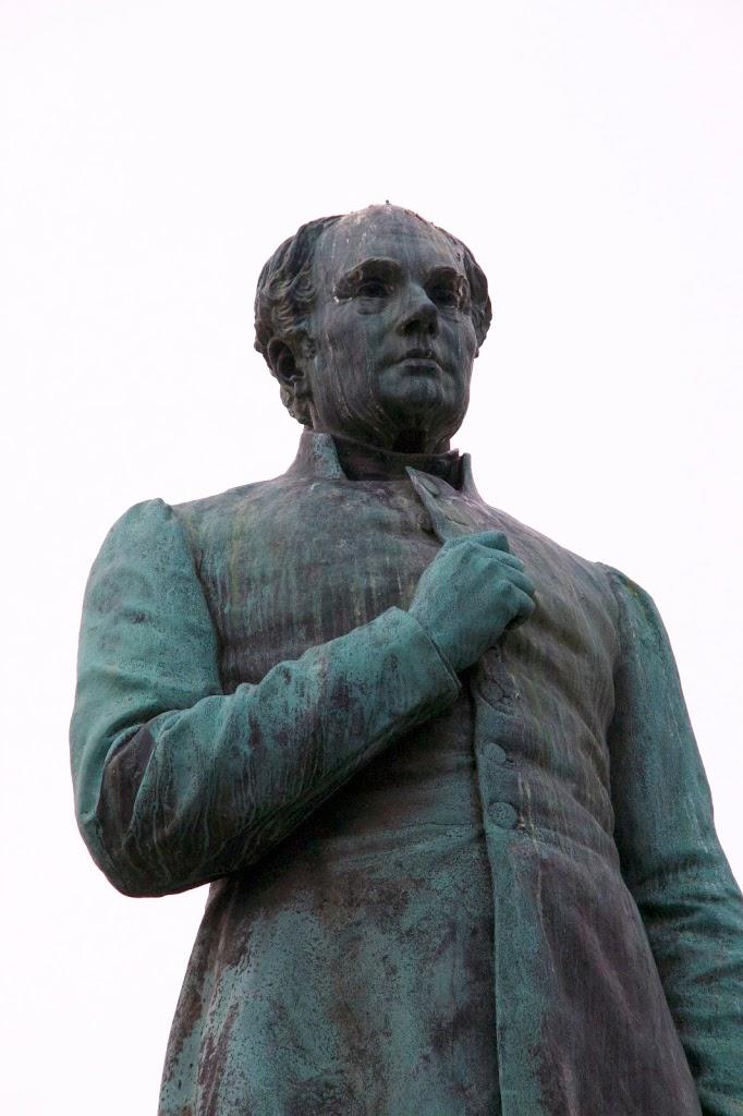 Runeberg patsas Esplanadin puisto