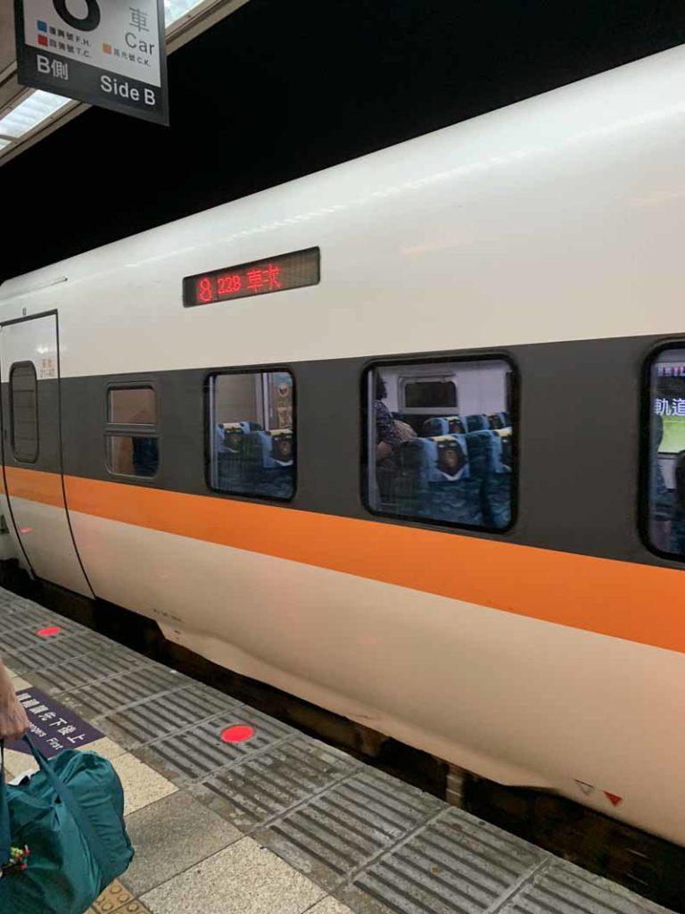 Taipein juna-asema