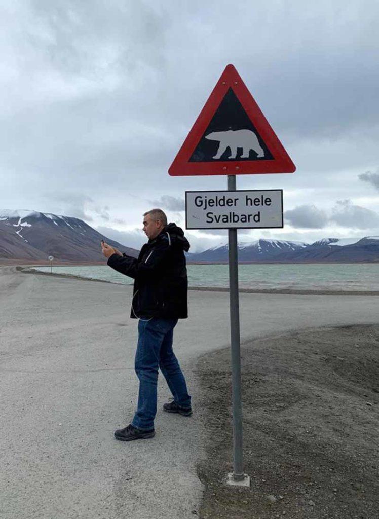 Jääkarhu varoituskyltti