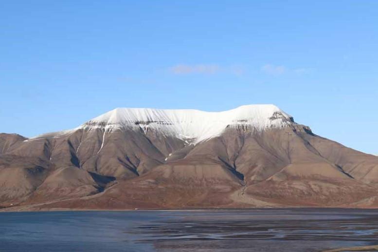 Huippuvuoret, Longyearbyen 1