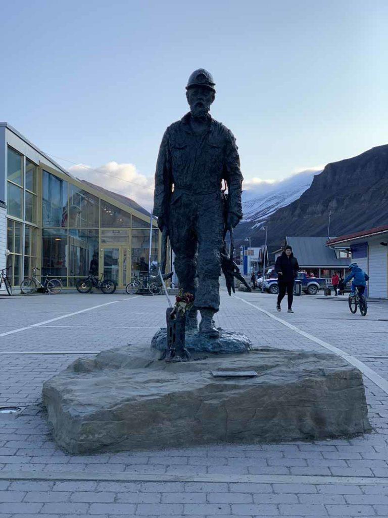 Huippuvuoret, Longyearbyen 36