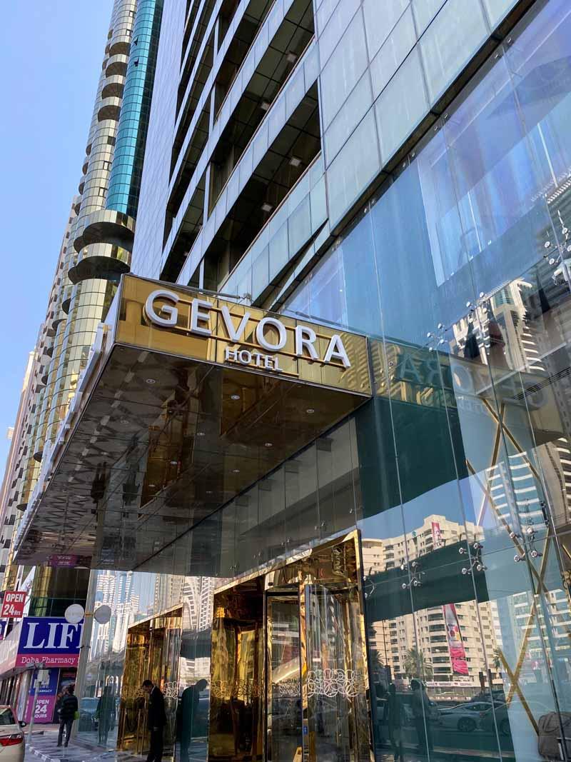 sisäänkäynti Gevora Hotel entrance