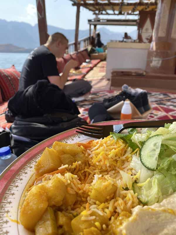 risteily tarjoilut Oman laivaruoka curry hummus