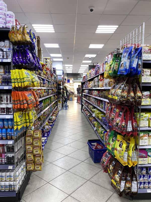 karkkihylly Doha Qatar candy shelf