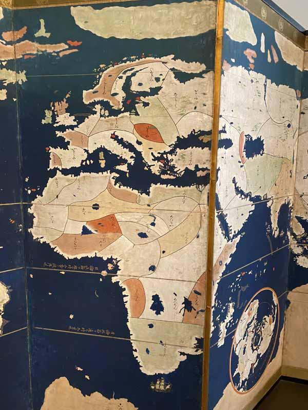 kartta map Louvre Abu Dhabi