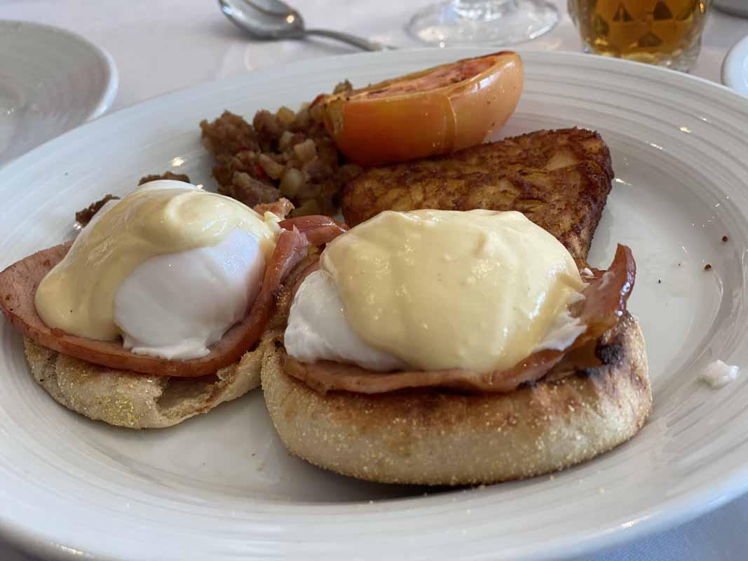 Jewel of the Seas aamupala breakfast eggs benedict