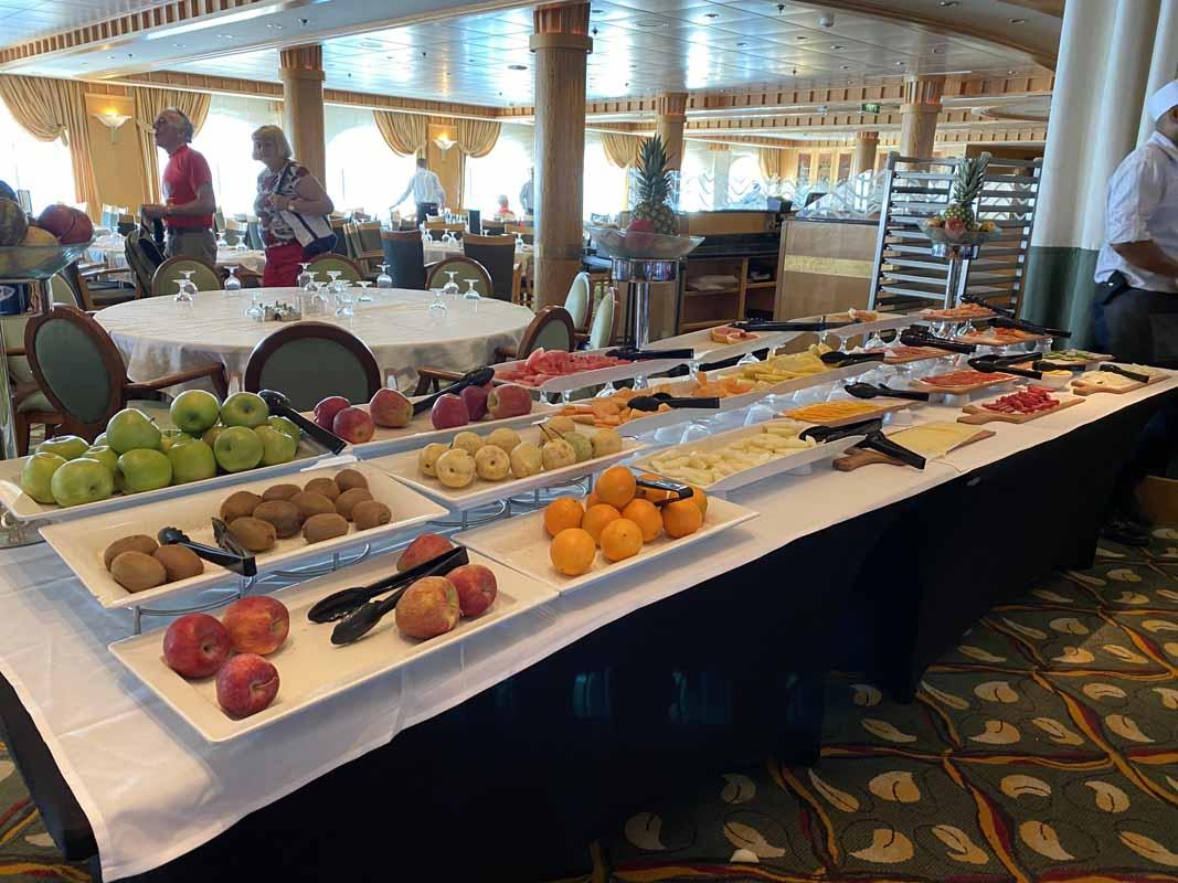 Jewel of the Seas aamupala breakfast fruit buffet