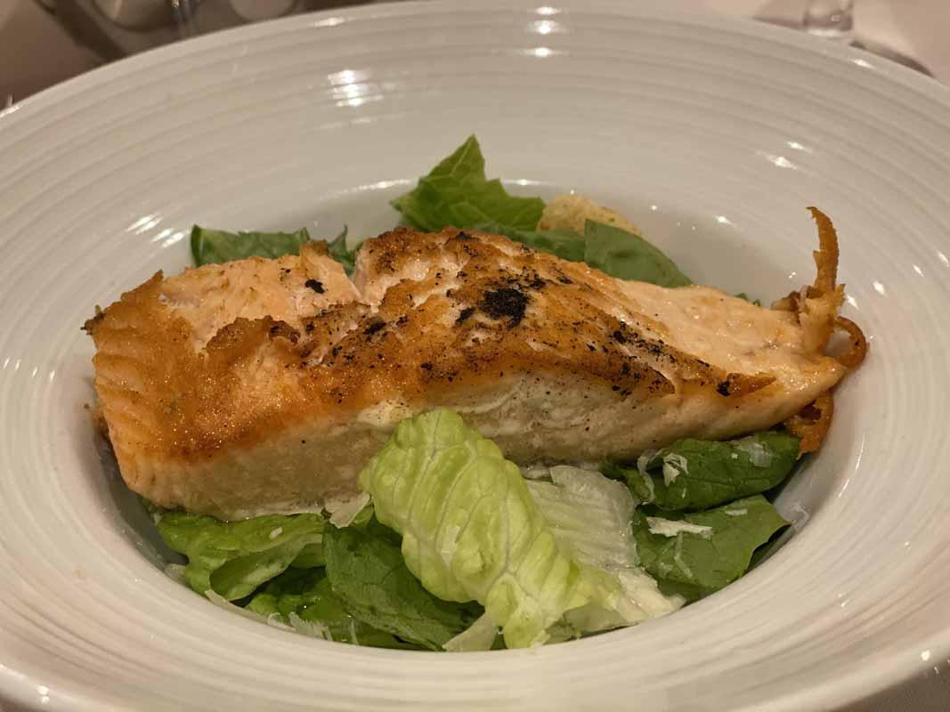 Jewel of the Seas lohi salaatti caesar salad salmon