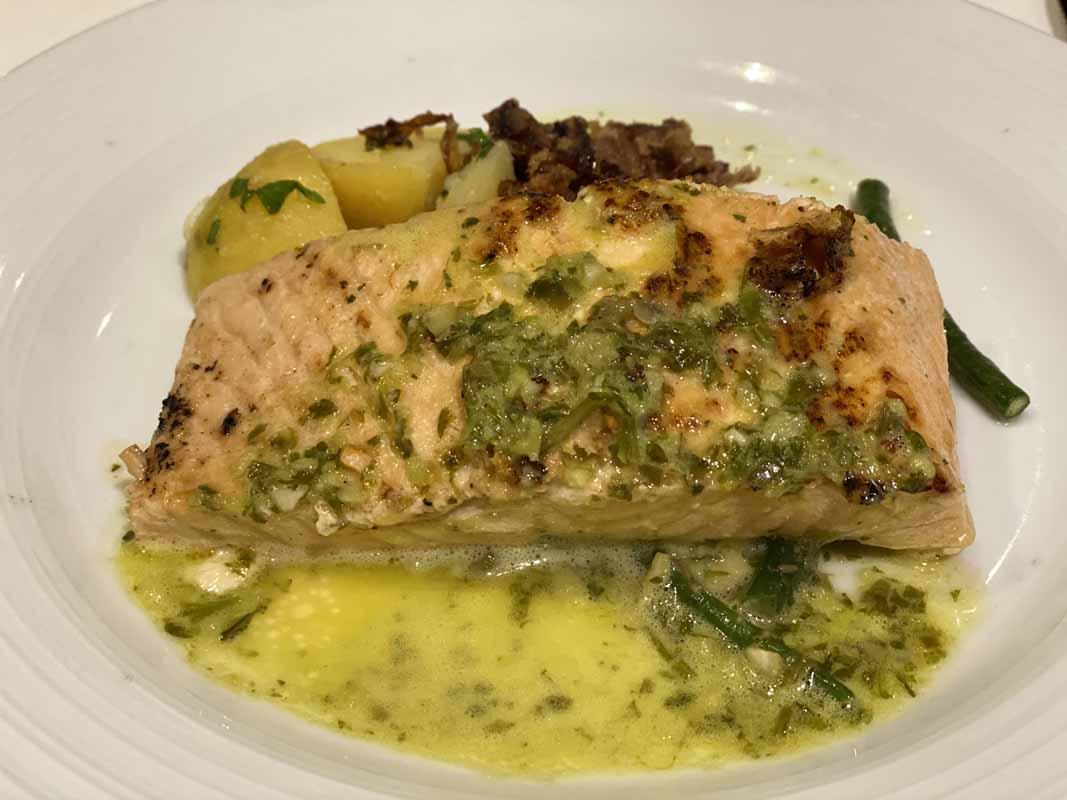 Jewel of the Seas lohi salmon pesto
