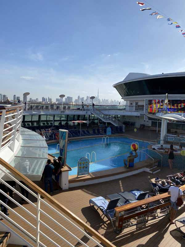 Jewel of the Seas uima-allas allasalue pool area