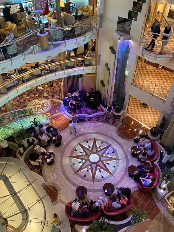 Jewel of the Seas pääaula aula main lobby