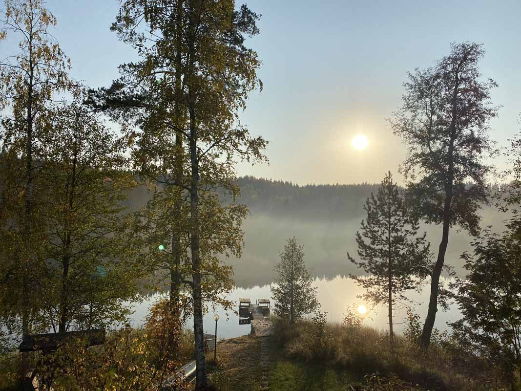 Kaukolan Tila Menninkäinen Cottage lake mist järvi Finland