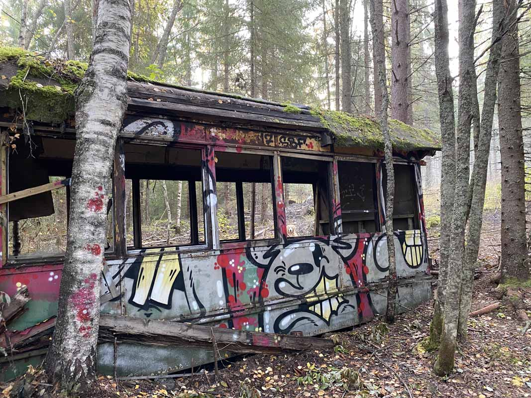 HKL raitiovaunu Korpilahti hylätty abandoned tram forest