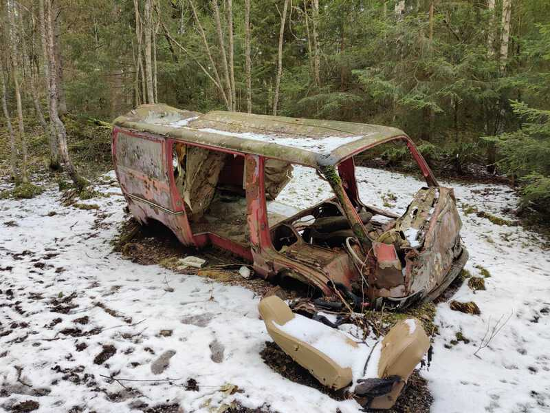 autonromu romu wrecked car