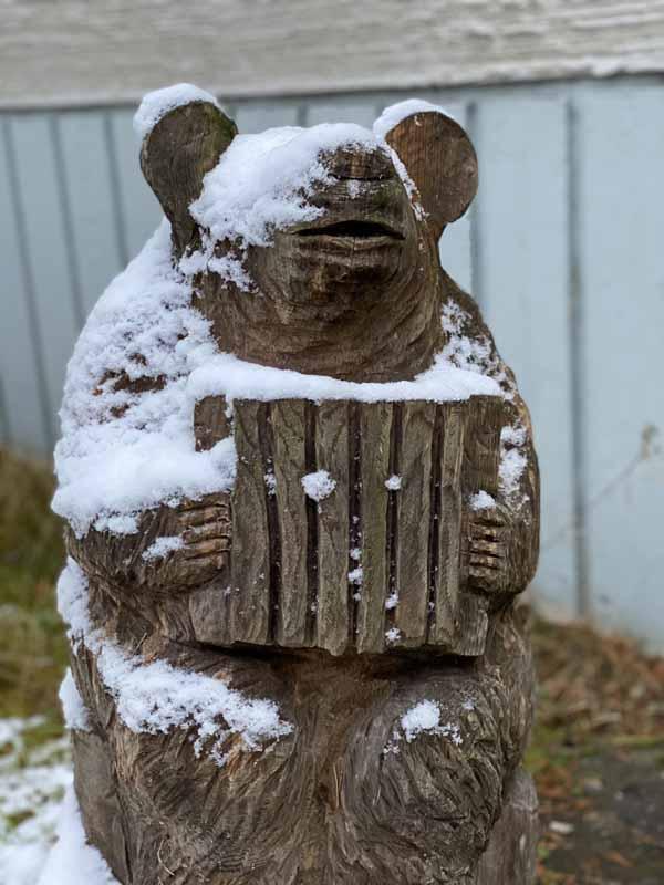karhu puuveistos