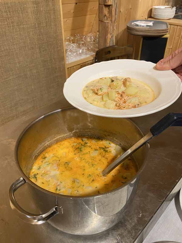 savulohi lohikeitto savulohikeitto keitto salmon soup