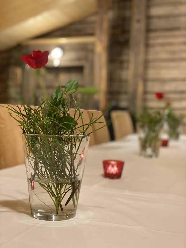 Portaan Nahkurinverstas ravintola kukka maljakko