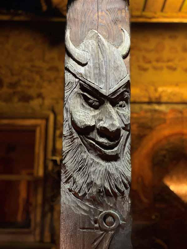 viikinki Viikinkisauna reliefi puuveistos