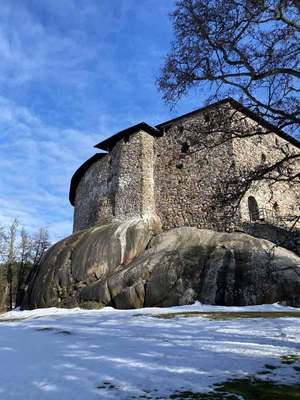Raaseporin linna seisoo muhkealla silokalliolla