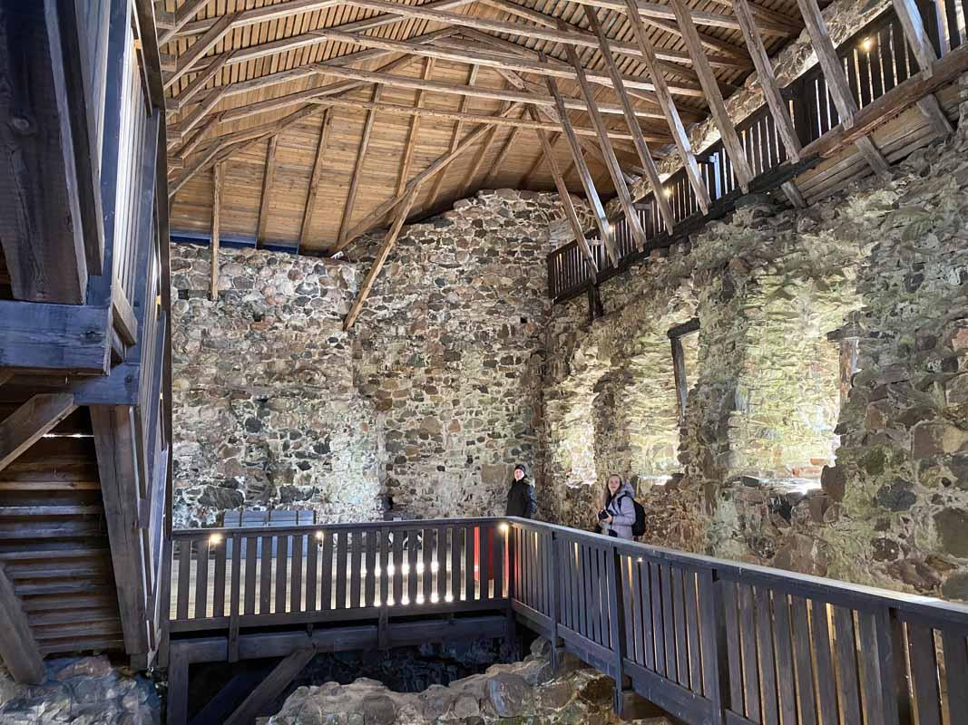 Raaseporin linnan puiset portaat ja kävelysillat