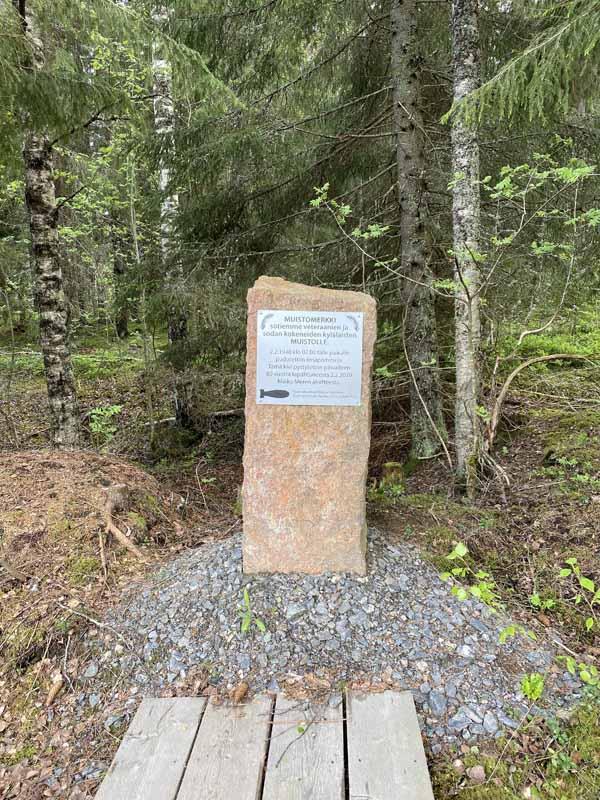 Pomminpudotuspaikan muistokivi Portaassa