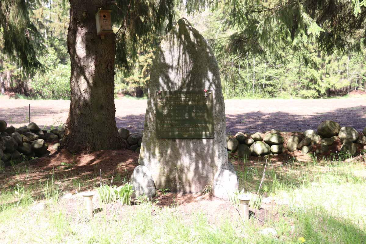 muistokivi Hämeen Härkätien varressa