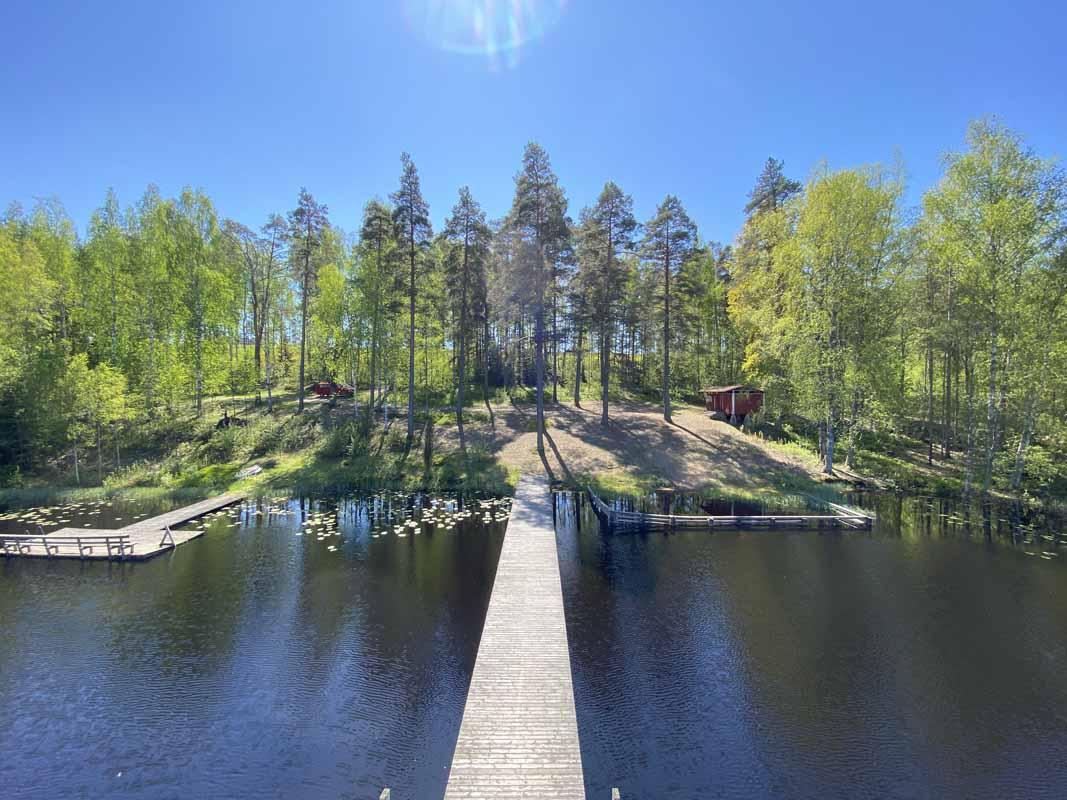 Näkymä Venäjänlammin hyppytornista uimarannan suuntaan