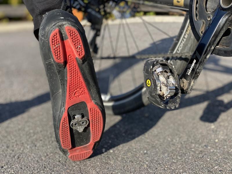 Lukkopolkimet ja klossit polkupyörässä