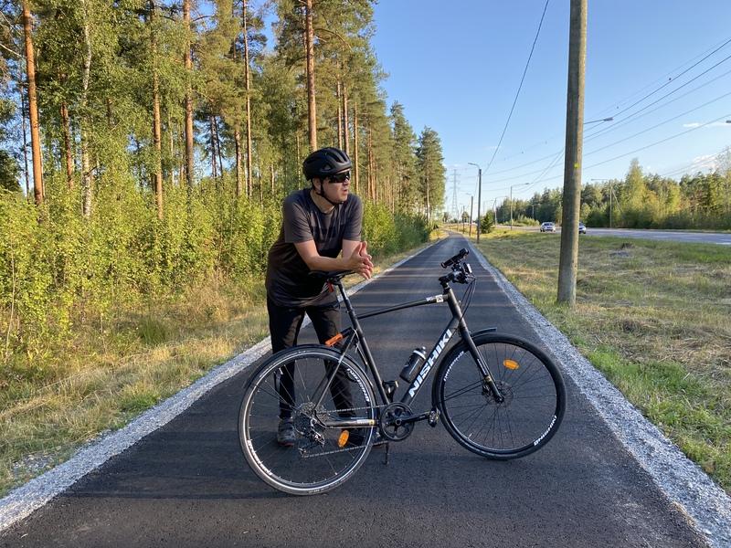 Ilkka hengähdystauolla pyörälenkillä